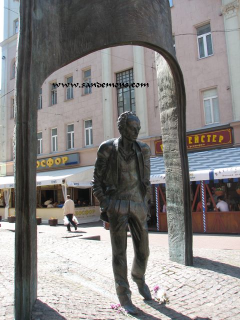 Old Arbat Street Sculpture